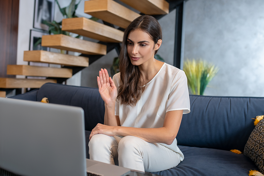 Mental health professional giving online therapy program